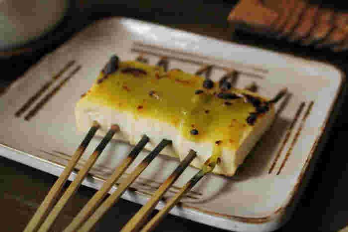 熟練の職人達らによって丁寧に作られた豆腐は、大豆の香りが楽しめ、清廉な味わいです。 【画像は、コース内の「木の芽田楽」】