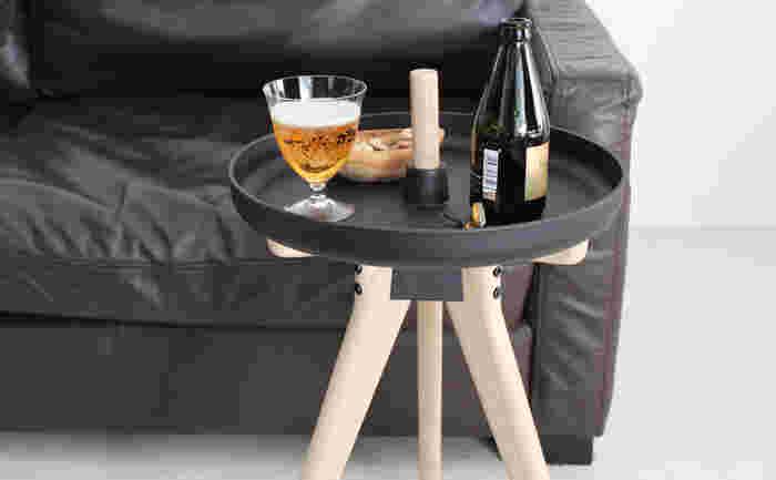 座面を取り外して向きを変え、テーブルやトレーのようにフレキシブルに使うことができて◎。