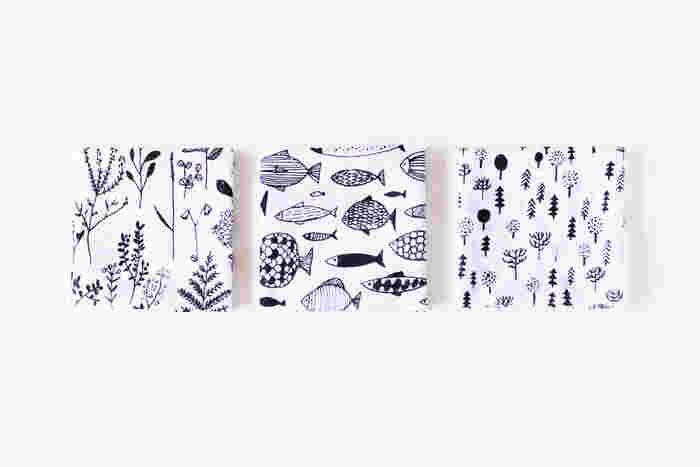 シンプル機能美なお弁当箱を包むのにぴったりな、モノトーンのガーゼハンカチ。フィンランドのアーティスト、マッティ・ブクヤムサが手がけたイラストは、豊かな自然をイメージしたそう。優しい気持ちになれそうな絵柄で、ほのぼのお弁当タイムを♪