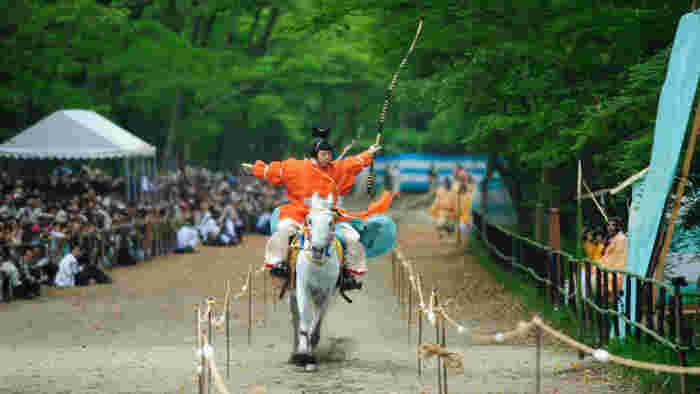 特に、葵祭の前儀として毎年5月3日に行われる「流鏑馬神事」は、京都の風物詩として毎年ニュースや新聞で取り上げられます。
