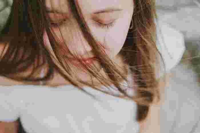 仕事の内容などで疲れ目は避けられない事も多いのですが、ささやかなケアを積み重ねる事で最終的な疲労の蓄積度はずいぶん違います。目が疲れたな…と感じたら、できる事からケアを始めてみましょう。