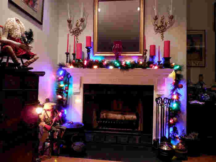クリスマスツリーやキャンドルやオーナメントなどの雑貨、おいしい料理でクリスマスを迎えます。