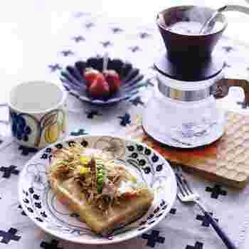 前の晩に作ったきんぴらごぼうをトーストに♪作り置きしてあるものを活用できるのは、時間のない朝にも嬉しいですよね。