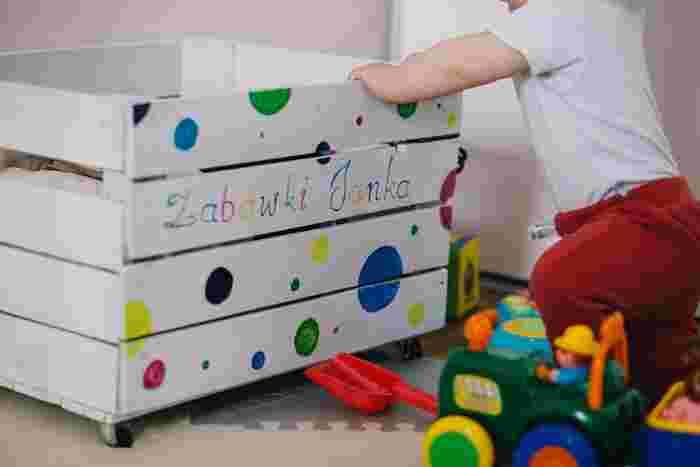 お子さんがいる家庭でも、おもちゃを上手に収納して、スッキリとしたおしゃれなインテリアを目指すことは可能です。インテリアブロガーさんたちから学んだアイデアを参考にして、おもちゃ収納上手になりましょう。
