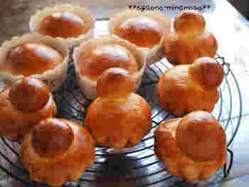 ゴールドの記事が輝かしいブリオッシュも、ヴィエノワズリ代表です。中に何も入っていないタイプが基本ですが、バターのコクとほんのり感じられる甘さで、シンプルなのにとっても味わい深いパンです。