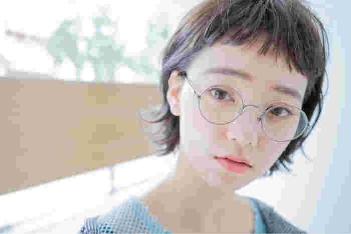 オンザ眉のぱっつん前髪です。丸顔・おでこが広いなどはコンプレックスになりやすいですが、実はベビーバング向きなんですよ♪短い前髪によって表情を明るく印象的に見せてくれますよ。