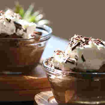 ホイップクリームなどで簡単なデコレーションをすれば、素敵なデザートが一品完成♪