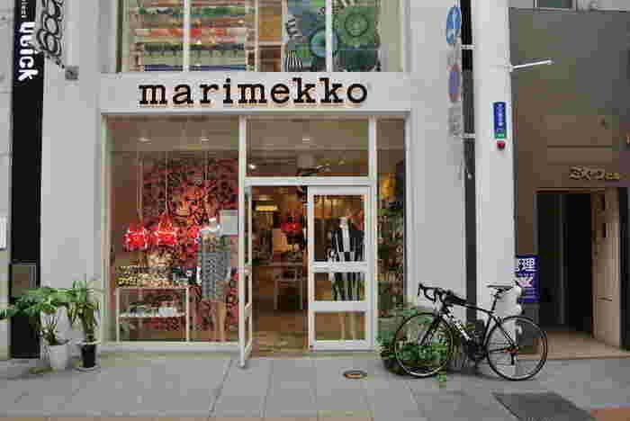 北欧デザインの代表格といえるマリメッコ。自然の美しさを明るい色彩と印象的な柄で表現する、テキスタイルメーカーです。