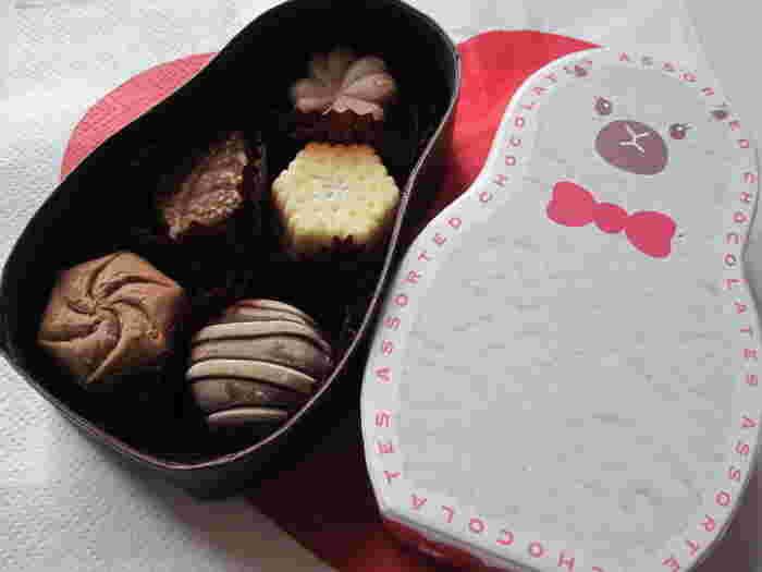 メリーチョコレートが手掛ける「Marche du chocolat(マルシェドショコラ)」は、グランスタの中にあります。愛らしい動物たちのパッケージ「ショコラZOO」の中には、ひと口サイズのチョコレートが入っていますよ。