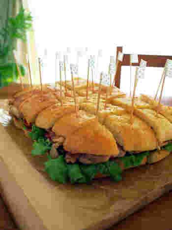 みんなが驚く特大フォカッチャのサンドイッチ。見映えがするのでパーティーやピクニックにおすすめ。わいわいと楽しくいただきたいですね。