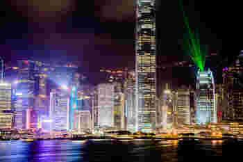 100万ドルの夜景とうたわれる香港の絵葉書のような眺めをここから見ることもでき、観光客に人気のフォトスポットです。