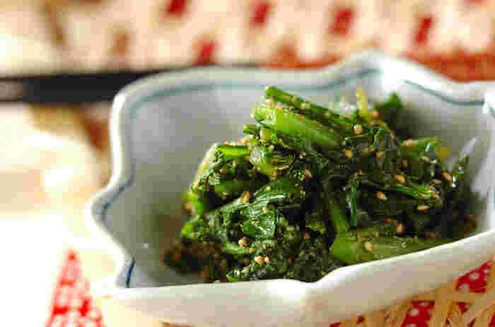 和食の定番・和え物を作る「和え衣」も合わせ調味料の一種なんです。味噌やしょうゆ、お酢にさまざまな調味料を合わせることができるので、バリエーションもとっても豊富!こちらはホウレン草と菊菜を白ごまの和え衣で和えた、こっくりと食べやすい和え物。