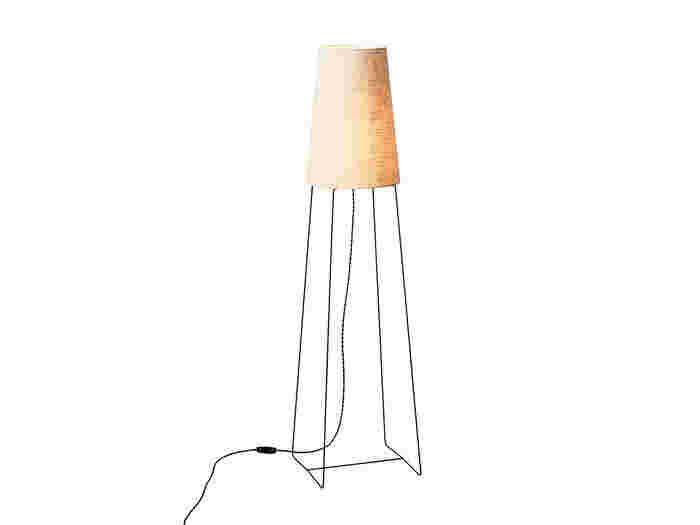 間接照明を選ぶなら小さいサイズのものも良いですが、しっかりお部屋を照らしてくれる存在感のあるサイズのものもおすすめです♪こちらの「CONE」は、そんな存在感がありながらもすっきりとした印象を与えてくれる間接照明です◎
