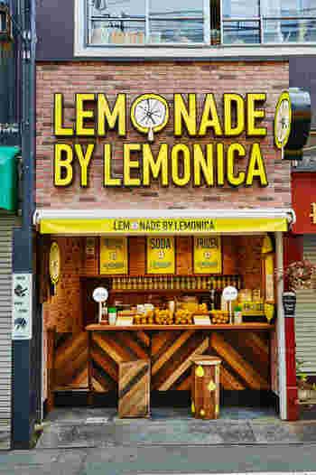 今トレンドのレモネード専門店「LEMONADE by Lemonica(レモネードbyレモニカ)」の都内1号店が下北沢駅からすぐのところにあります。