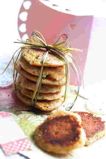 フライパンで簡単に作る紅茶のクッキー。一口食べると紅茶の香りがふわっと口いっぱいに広がります。加熱時間を長くすればよりカリっとした仕上がりに。