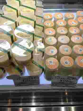 お土産におすすめなのはメープルプリン。メープルシロップとメープルシュガーを甘味に使うそのこだわりで風味豊かなプリンに。