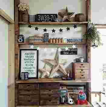 飾り棚はリビングにひとつあると何かとはかどりますね。「飾り+実用的な収納」を兼ね備えているのがディアウォールなんです。