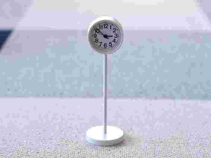 公園で実際に使われている文字盤を使った無印良品の「公園の時計」。シンプルなデザインとスマートな佇まいで人気!リビングはもちろん、キッチンや洗面所で使う方も多い置き時計です。