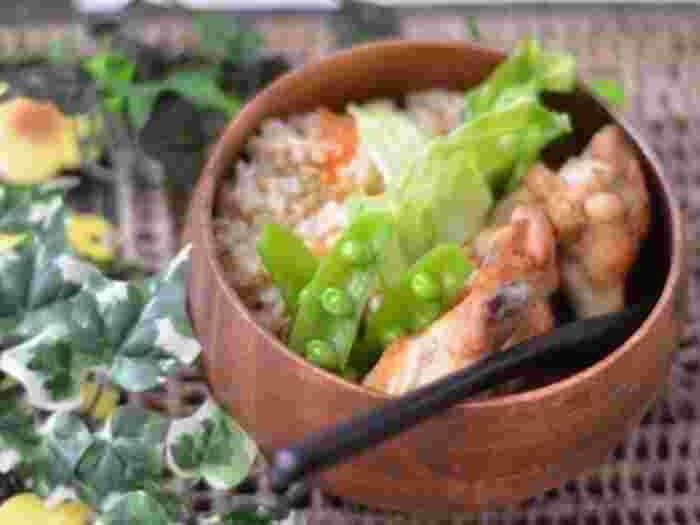 こちらはオレガノ、バジル、パセリなどの乾燥ハーブを加えて炊き上げています。白米だけでなく、玄米でも美味しくできるそうですよ。