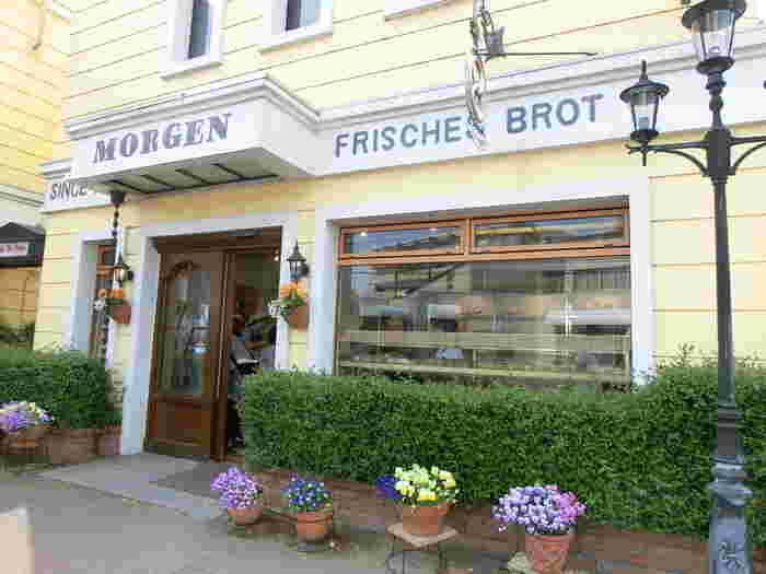 洞峰公園のそばにある「MORGEN(モルゲン)」は、1983年創業のパン屋さん。ヨーロッパ調の外観がおしゃれで、目をひきます。