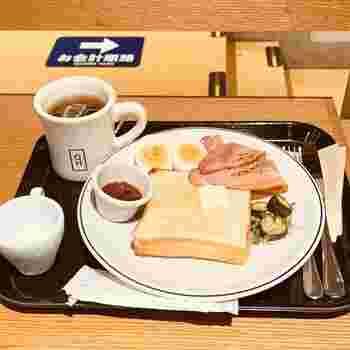 しっかり食べたい方には、トーストかクロワッサンにサラダやベーコン、卵などがセットになった「モーニングプレート」もあります。忙しい朝は、手軽にバランスの良い朝食が食べられると助かりますね。