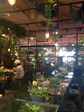 おいしいお茶やケーキを味わうティータイム。そんな癒やしの時間におすすめなのが植物や庭を楽しめるカフェです。