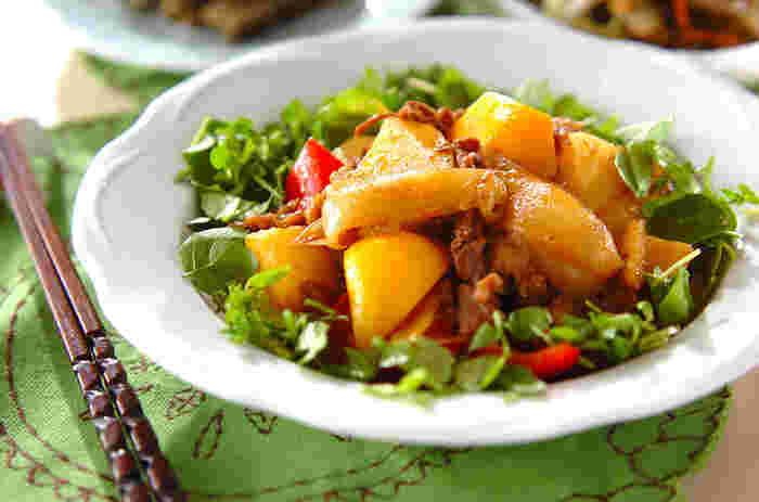 パプリカも入って彩りも鮮やか。そしてカレー味はお子様も大好きなこと間違いなし。暑い季節にも食が進みます。