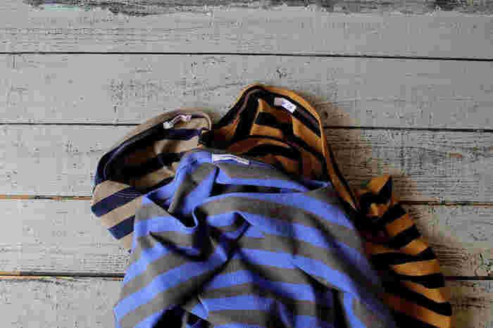 配色や着丈、袖の長さにネックライン…。ボーダーアイテムは、ちょっとしたディテールの違いで、私たちにいろんな表情を見せてくれます。さらに、合わせる洋服や小物によって、コーディネートのテイストがまったく変わってくるのも魅力のひとつ。今回は、そんなボーダーアイテムをもっと楽しむための、冬にピッタリな5つの着こなし術をご紹介したいと思います。