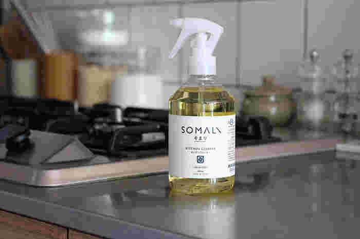 純石けんがベースのキッチンクリーナー。キッチンの油汚れや水汚れをすっきり落としてくれます。天然オレンジオイルが配合されているので、爽やかな香りも楽しめますよ♪