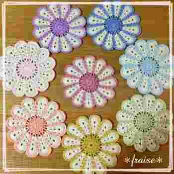 何色も毛糸を使い分けられるようになったら、かぎ針編みの上級者。いろいろな色が使われていると、それだけで華やかな印象が生まれます。