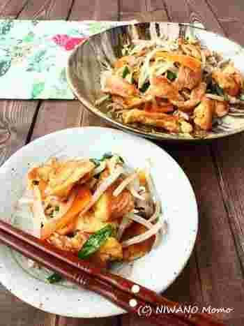 沖縄の郷土料理と言えば、ゴーヤチャンプルーが有名ですが、お麩を使った「フ―チャンプルー」も沖縄ではよく食べられています。麩がメインなので、ヘルシーなのもうれしいですね。戻した麩を卵液に漬け込んでから炒めます。