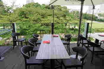 このお店の元となるのは、1970年にニューヨークで創業し2002年に幕を下ろした世界的に有名なインド料理レストラン。本店のエキゾチックな雰囲気とコンセプトを活かせる場所として復活の場に選んだのが、この地なんだそう。