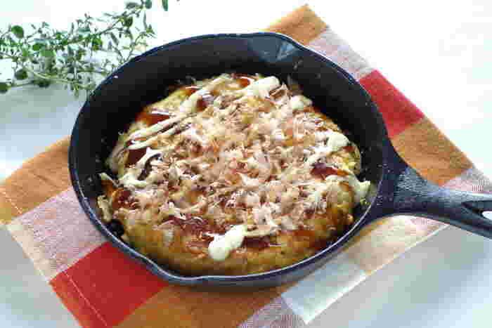 お好み焼き風のオムレツは、粉類を使わず、たっぷりのキャベツと卵だけで。ヘルシーなものが食べたいときにもオススメ!