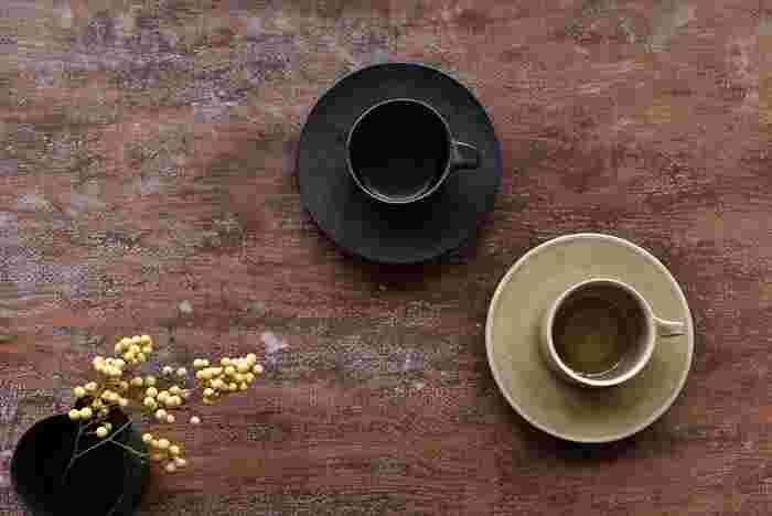 ゆったりとした、心地良い時間が流れる午後のティータイム――お気に入りの「カップ&ソーサー」なら、そんな優雅な時間を過ごせそうですね。 コーヒー・紅茶・スープなど、何でも受けとめてくれるマグカップは便利ですが、おしゃれなカップ&ソーサーを揃えて素敵な空間を演出してみませんか?