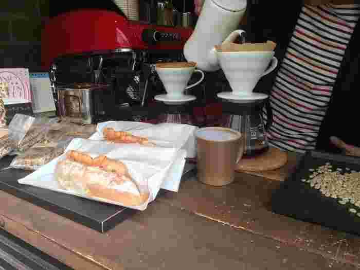 手軽に食べられるパンとコーヒーの相性も抜群。蔵前散策で小腹が空いた時にもよさそうです。フードメニューは、コーヒーと一緒に注文するとお得になりますよ。