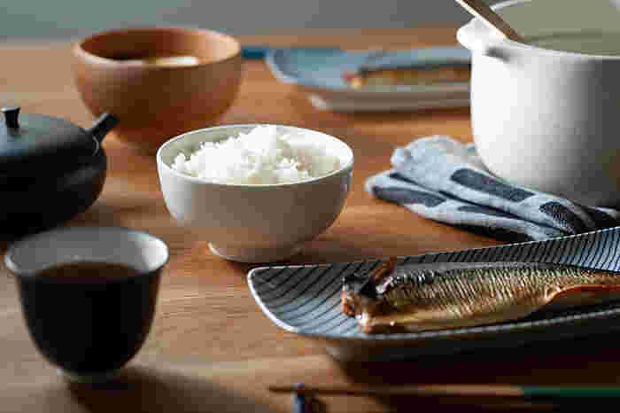 白いご飯はもちろん、スープや煮物、ヨーグルトなど汁気のある食べ物も入れられます。1人分のサラダやちょっとしたおかずを入れるのにもちょうどいい大きさ。さらに、電子レンジやオーブンにも対応しているので、さまざまな料理に活躍してくれそうです。