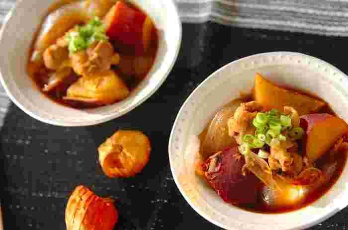 コチュジャンや味噌が入った韓国風の肉じゃが「タットリタン」。おかずとしてはもちろん、ごはんにかけても美味しいです♡