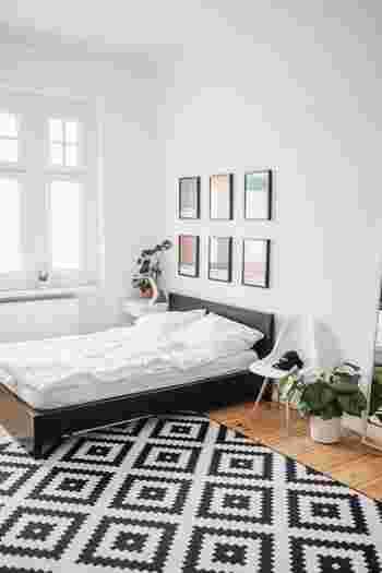 寝室は、風水の中ではパワーやエネルギーを補充する場所にあたります。そのためにも、質の良い睡眠がとれる空間にすることが大切。リラックスできて居心地の良い空間を作ってみてください。寝室もトイレの基本を参考に、清潔さ&快適性を心がけてみましょう。  ただ、明るさは睡眠の妨げになるため、厚手のカーテンで光を遮断したり、スマートフォンの光などにも気を配って、眠るときには余計な明かりが入らないようにすることがポイントです。