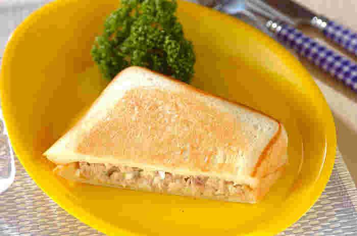 普通のツナサンドも美味しいけれど、ホットサンドにするとさらにランクアップした美味しさに。ツナのしっとり感とパンの香ばしさが実に好バランスなんです。定番にしたくなる王道ホットサンドです。