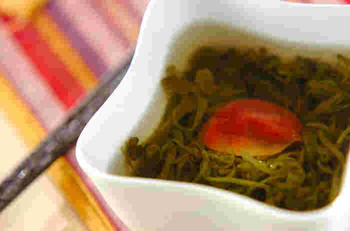 めかぶについているタレも使ってしまうという斬新なスープです。梅干しがだしと相まって、食欲を刺激します。