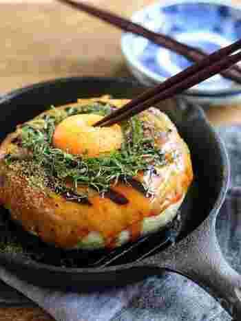 月のように大きくて丸いつくね。グリルパンを使えば、焼いた後そのまま食卓に出せます。甘辛いタレと卵黄が絡んで、お腹も心も満たされそう♪