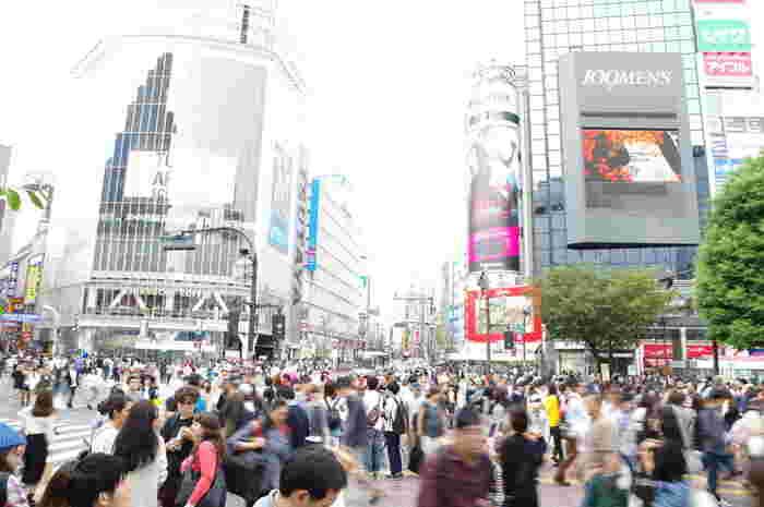 若者文化の発信地として、世界からも注目されている「渋谷」。 渋谷のシンボル、スクランブル交差点やハチ公前は、いつもたくさんの人で賑わっています。 そして、オーチャードロード周辺の「奥渋谷」は、知る人ぞ知るこだわりのおしゃれなお店が立ち並ぶ、魅力たっぷりのスポットとして人気です。