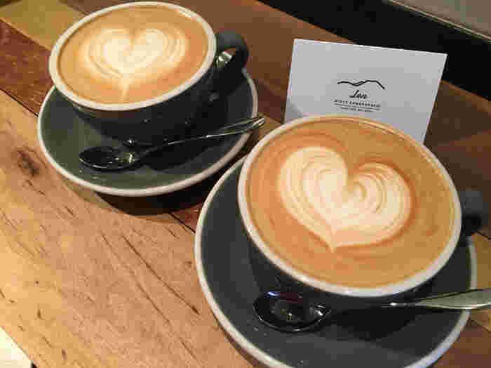 美味しいコーヒーでほっと一息。旅の疲れを癒したり、旅の計画を考えたり。