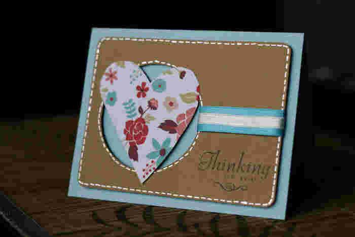 ぜひメッセージカードも一緒に手作りで。厚紙を切り抜いて、手縫いのステッチをするだけでもキュートさがUPします。