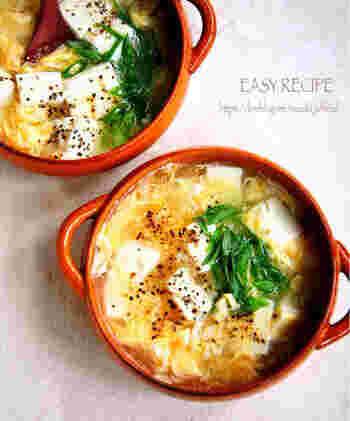 豆腐はボリュームが出る上に、消化しやすくヘルシーな優秀食材。片栗粉でとろみをつけ、かきたまスープにすれば完璧です。生姜がきいていて、内側から身体が温まります。
