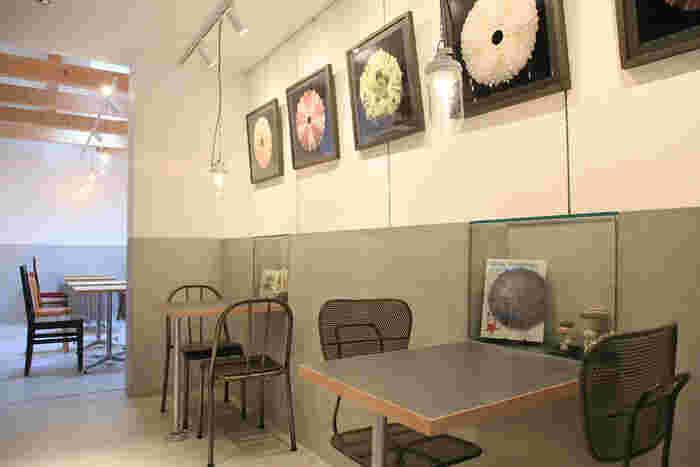 お腹がすいたら、併設されているカフェでノンビリお茶を楽しむことができます。