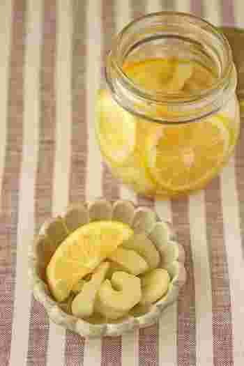 セロリとレモンが相性抜群の爽やかピクルス。タコもいっしょに漬け込むのも、ぜひおすすめのアレンジ法です。
