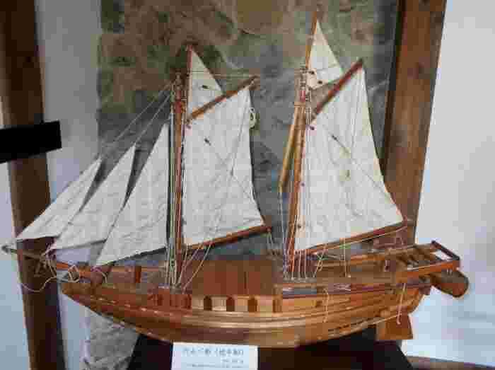 廻船問屋・瀧田家の内部では、和船の模型、往時の生活用具、船道具、海運業の歴史などが展示されています。