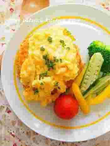 にんじんを擦り降ろしてこっそりと…♪野菜が苦手な子供でも、いつの間にかたっぷりと食べることができる、ヘルシーオムライス。卵にチーズを入れることで、コクがUP!