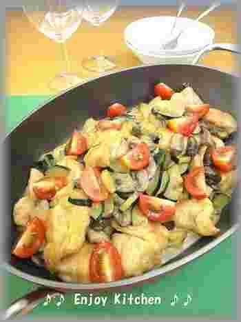 焼肉のタレとクリームチーズは相性がいいらしい・・・。鶏胸肉も柔らかく野菜やキノコもたっぷりで見栄えも良くておもてなし料理としてもいいですね。